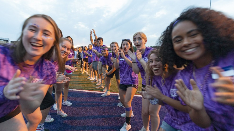 Orientation leaders welcome students to Stonehill.