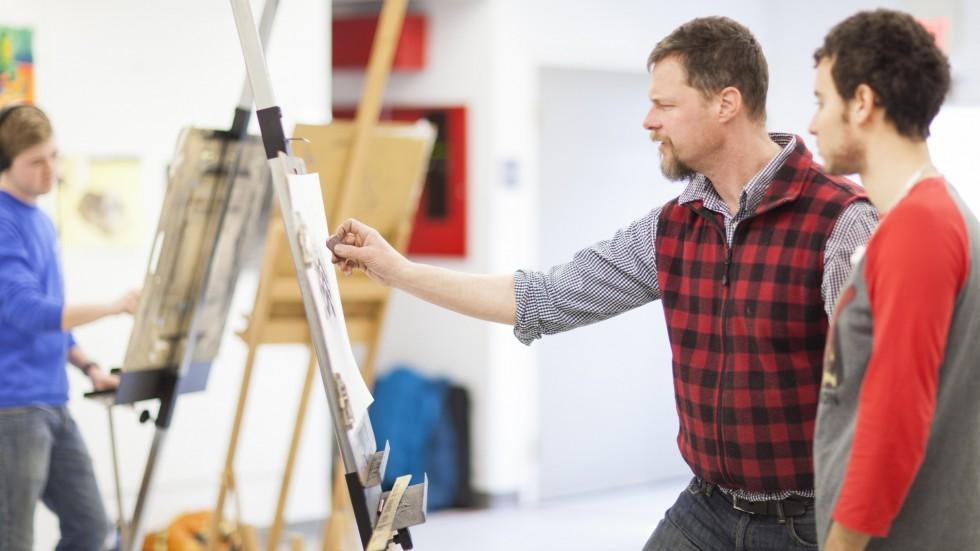 Photo of professor and student in Studio Art class